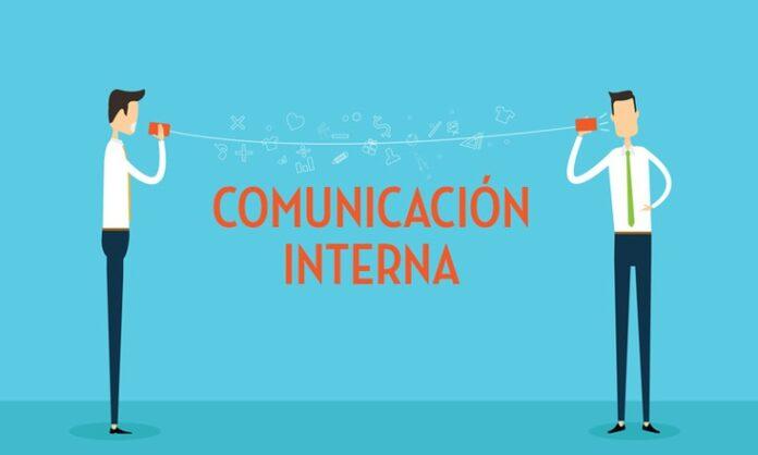 Empleados comunicandose