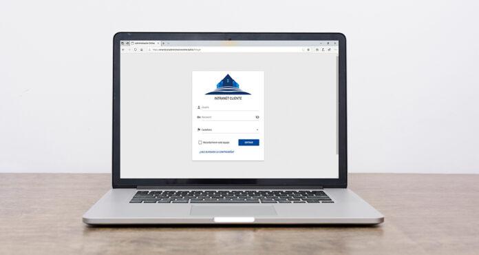 Imagen de ordenador con intranet abierta
